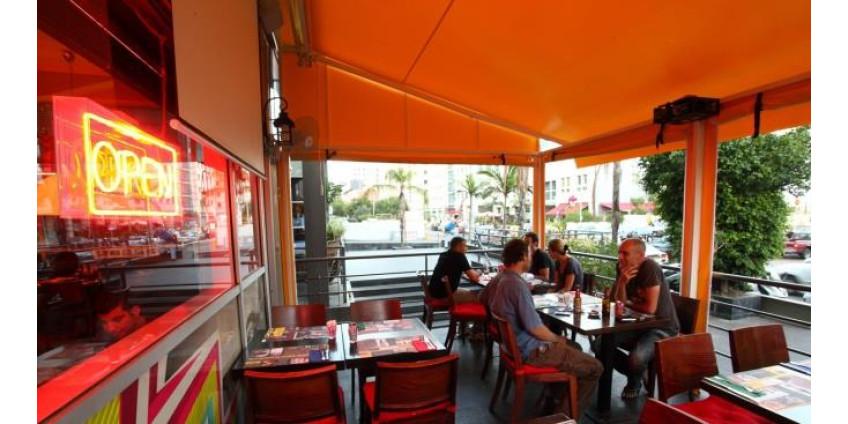В Лос-Анджелесе вновь закрываются все бары
