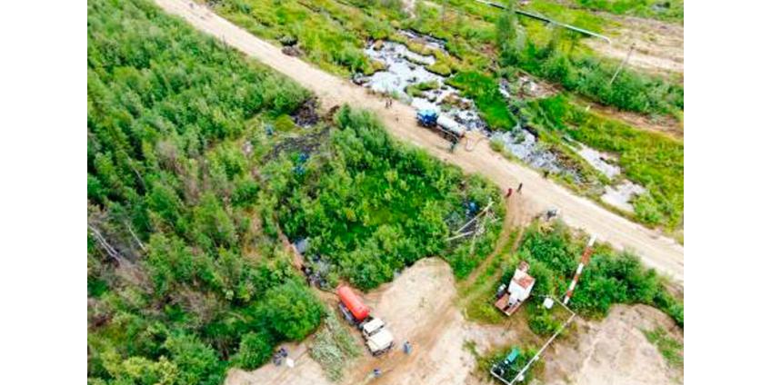 В Коми из-за повреждения нефтепровода произошел разлив 7 т нефти