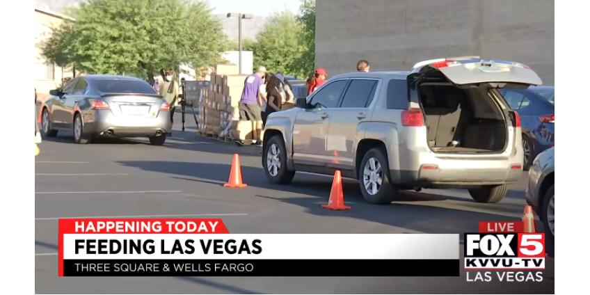Сотни машин выстраиваются в очередь за едой на распределительной площадке в Лас-Вегасе