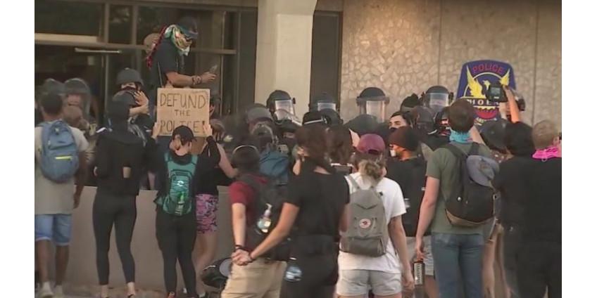 В Финиксе прошел марш протеста. 8 человек арестованы