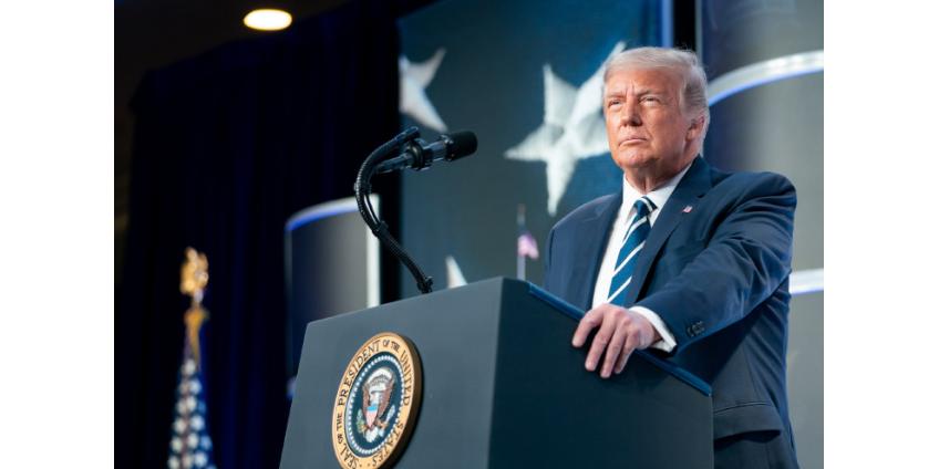 """Трамп пригрозил лишить федерального финансирования Нью-Йорк, Вашингтон и другие """"зоны беззакония"""""""