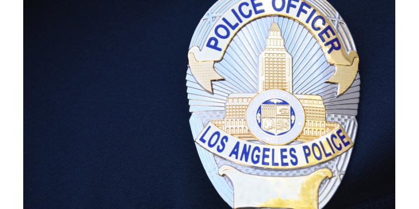 В Лос-Анджелесе разыскивают мужчину, стрелявшего в офицера полиции
