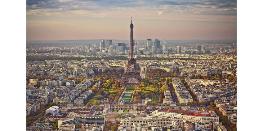 Несколько десятков человек напали на полицейский участок в окрестностях Парижа