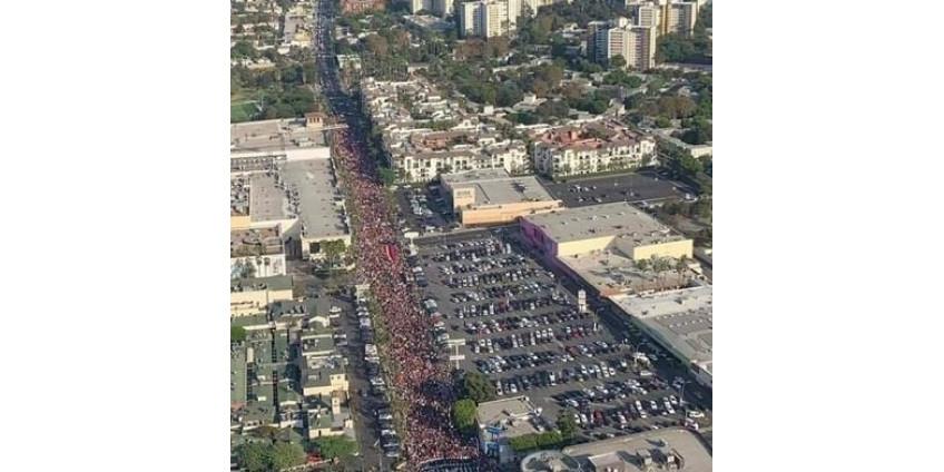 «Арцах находится под атакой». Марш мира в Лос-Анджелесе.