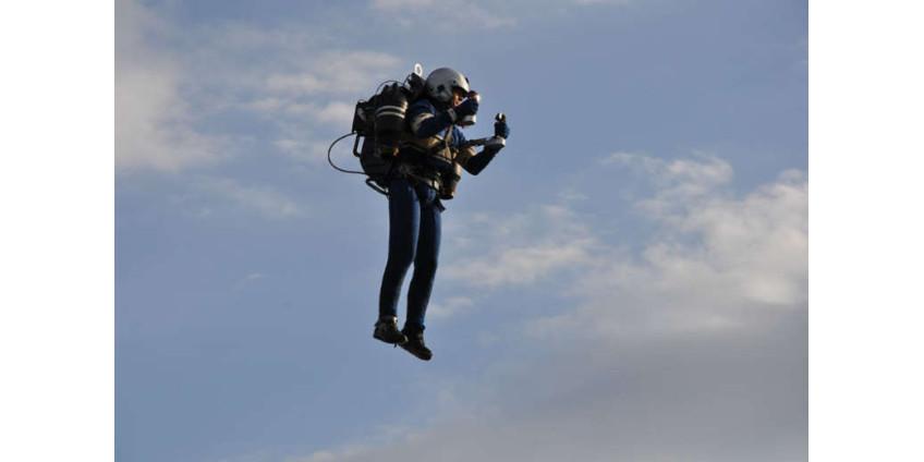 В небе над Лос-Анджелесом был замечен мужчина с реактивным ранцем