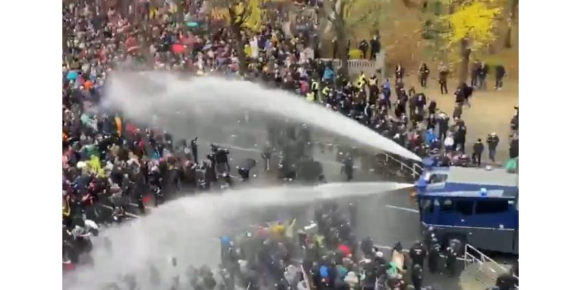 Полиция Берлина применила водометы и слезоточивый газ на демонстрации против ковид-ограничений