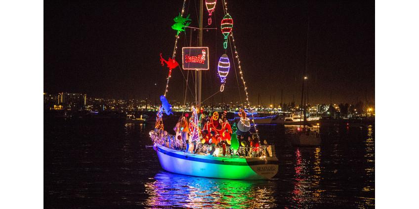 В заливе Сан-Диего на фоне вирусного всплеска отменен Парад Огней
