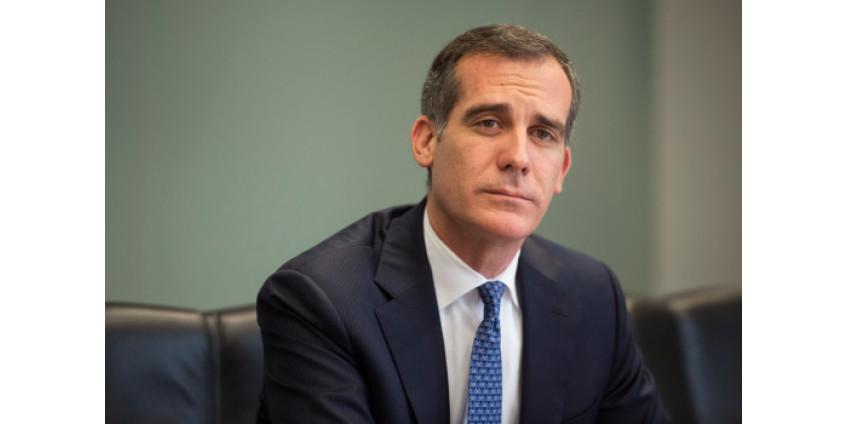 Мэр Лос-Анджелеса Эрик Гарсетти ушел на карантин после выявления COVID-19 его 9-летней дочери