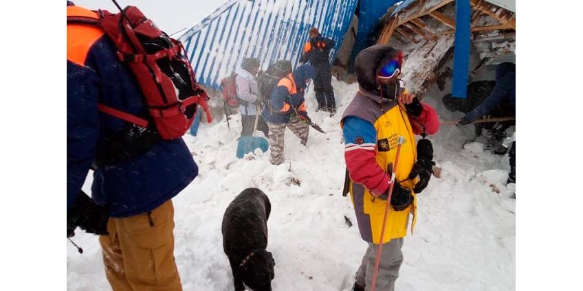 В Карачаево-Черкесии на лыжную трассу сошла лавина, под снегом есть люди