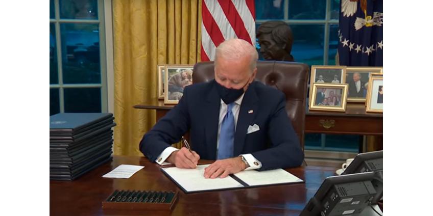 Джо Байден подписал 15 указов, отменяющих прежние решения Трампа