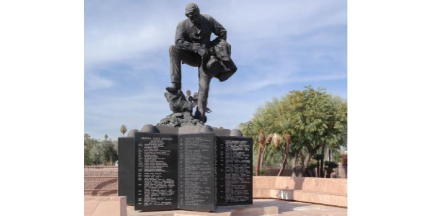 Под мемориальной статуей аризонских миротворцев найдена капсула времени