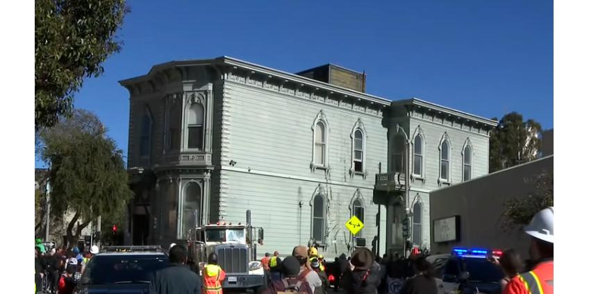 В Сан-Франциско почти на километр передвинули особняк XIX века