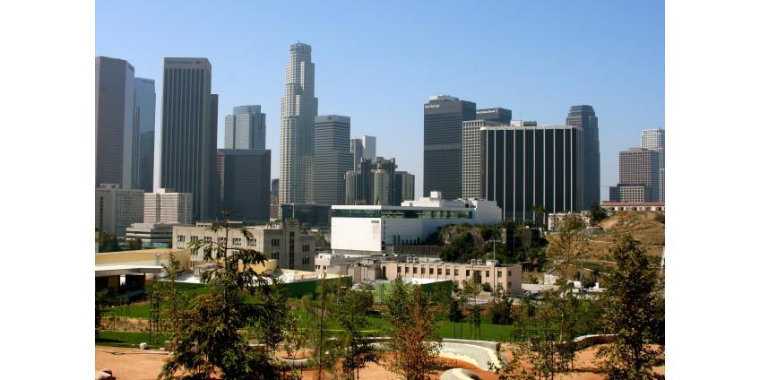 Округ Лос-Анджелес ослабляет пандемические ограничения в рамках перехода на вновь открывающийся красный уровень