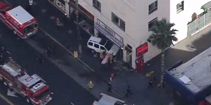 5 человек были госпитализированы после аварии в Голливуде