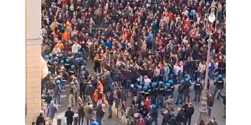 """В Риме участники """"антикарантинной"""" акции протеста пытались повторить """"штурм Капитолия"""""""