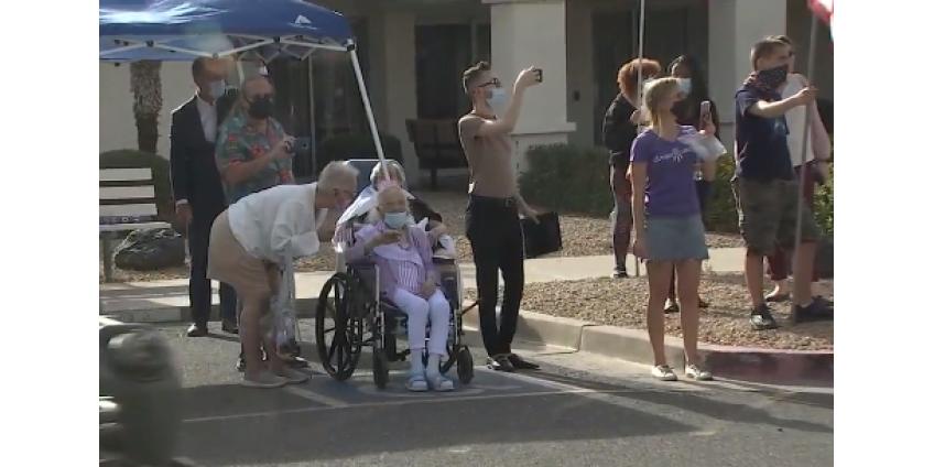 В Финиксе состоялся парад в честь 100-летнего юбилея женщины-ветерана Второй мировой войны
