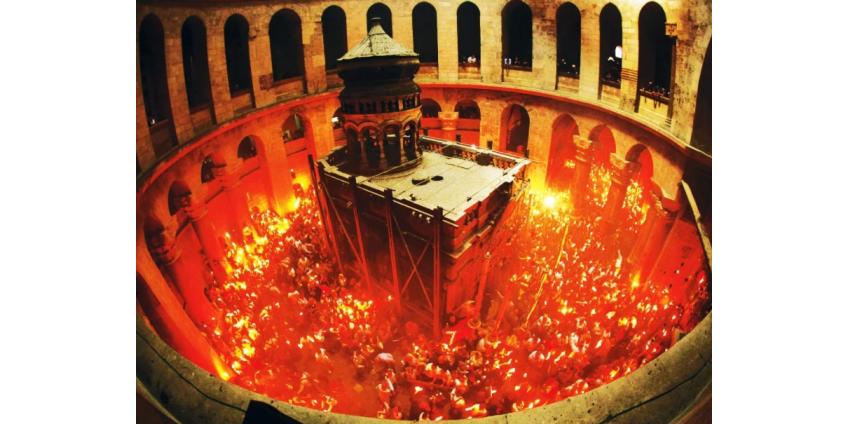 В храме Гроба Господня в Иерусалиме прошла церемония освящения Благодатного огня