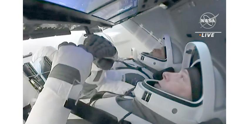 Crew Dragon с астронавтами успешно вернулся на Землю