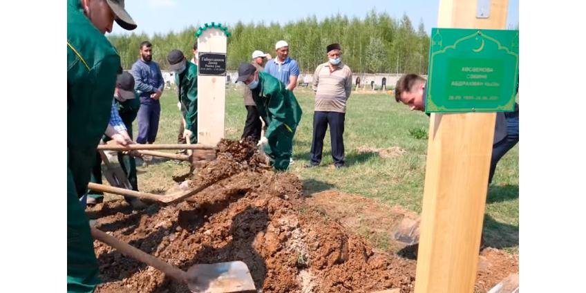 В Татарстане на фоне регионального траура прошли похороны погибших в казанской школе