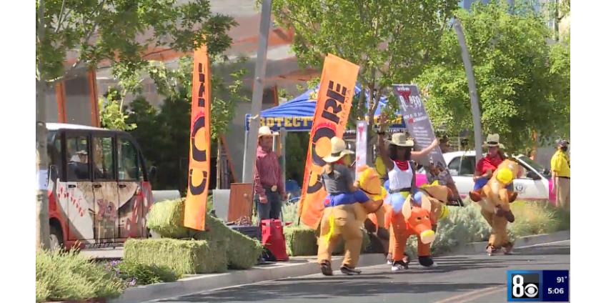 В Лас-Вегасе состоялся парад в «обратном» стиле