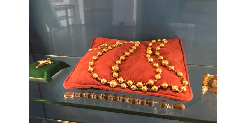 Из английского замка Арундел украли золотые четки Марии Стюарт