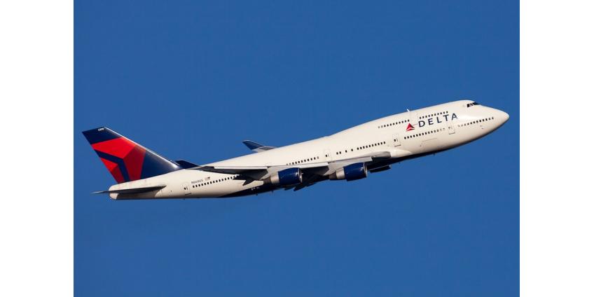 Вылетевший из Лос-Анджелеса самолет был вынужден совершить экстренную посадку