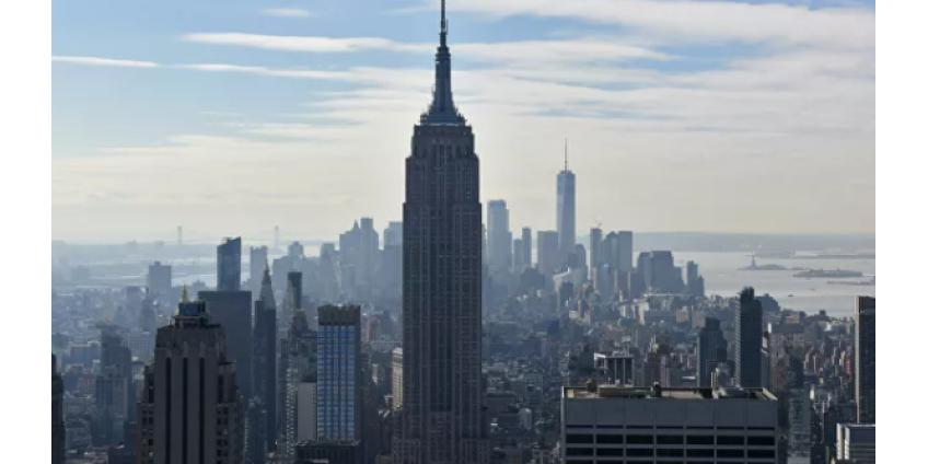 В Нью-Йорке паром со 125 людьми сел на мель