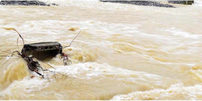 В Турции из-за наводнения снесло дома и погибли люди