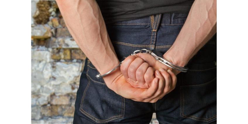 Мужчина из Финикса был арестован по обвинению в убийстве брата и родителей