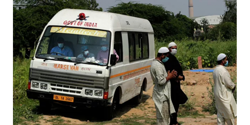 В Индии более 70 человек пострадали на фестивале бросания камней