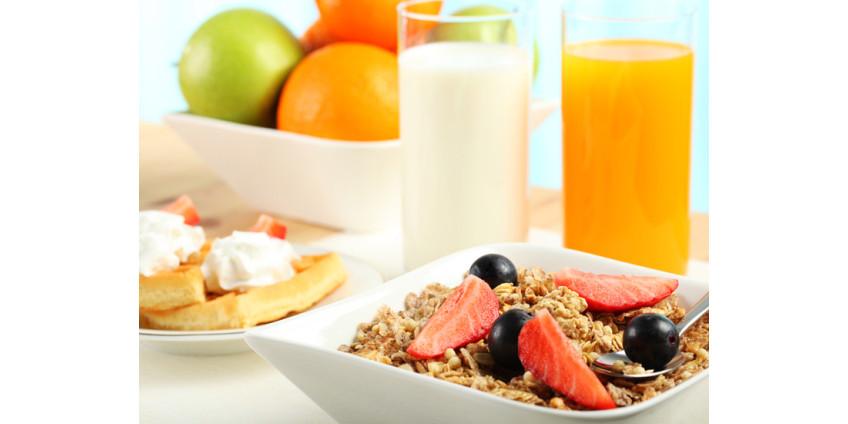 Учащихся школьного округа Кларк обеспечивают бесплатными завтраками и обедами