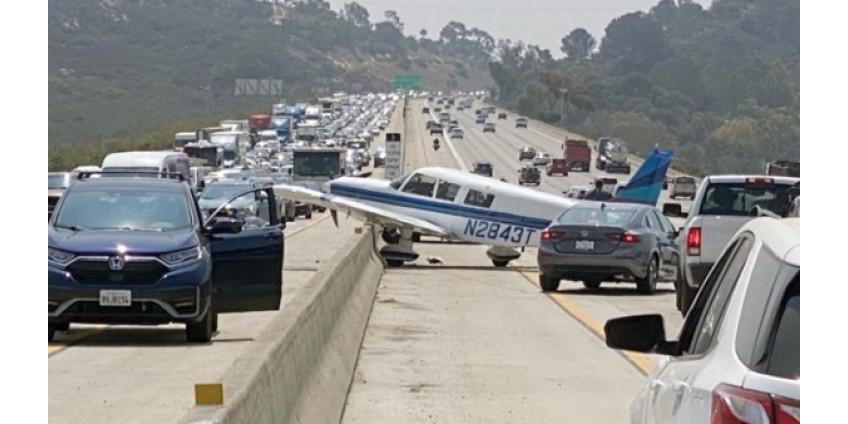 В округе Сан-Диего легкомоторный самолет совершил посадку на автомагистраль
