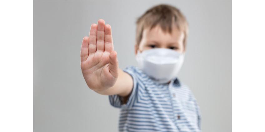 На детей одной из школ Вашингтона надели датчики для мониторинга контактов с заболевшими COVID-19