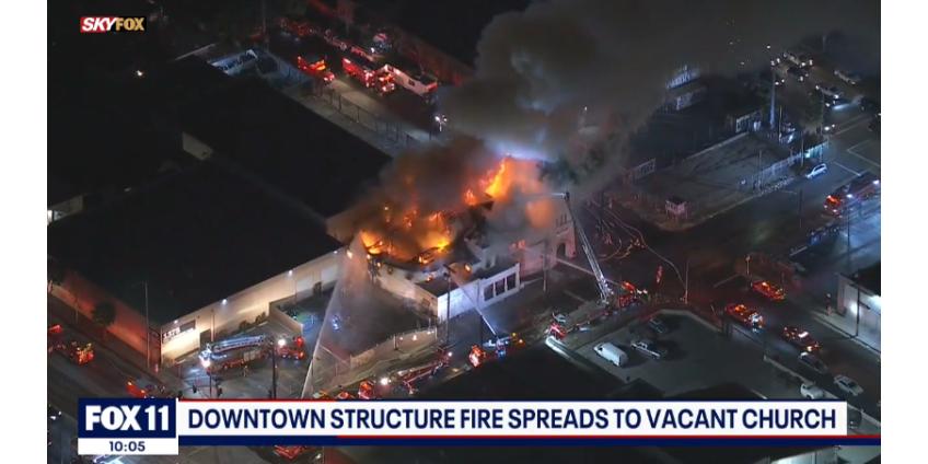 Пожар уничтожил пустующую церковь в центре Лос-Анджелеса