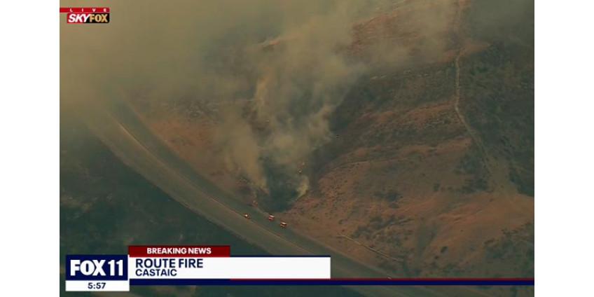 Из-за лесного пожара в округе Лос-Анджелес была перекрыта часть шоссе 5, пострадали 2 пожарных